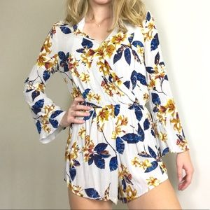 Mimi Chica Floral Long Sleeve Romper Small